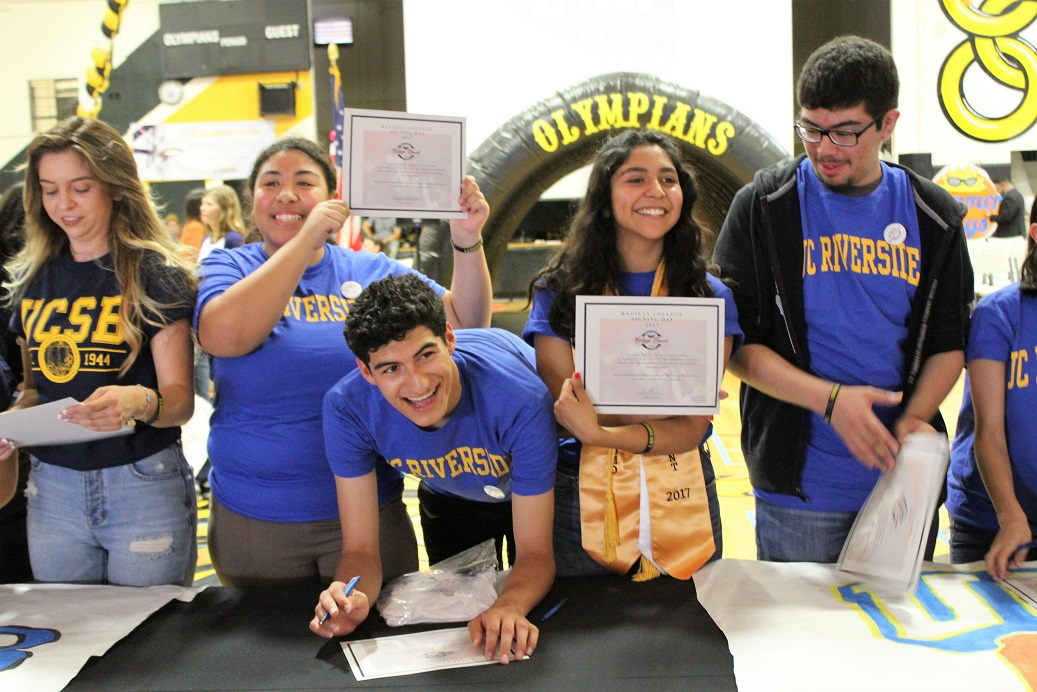 Right-click to download 060617_BASSETT_COLLEGESIGNING2