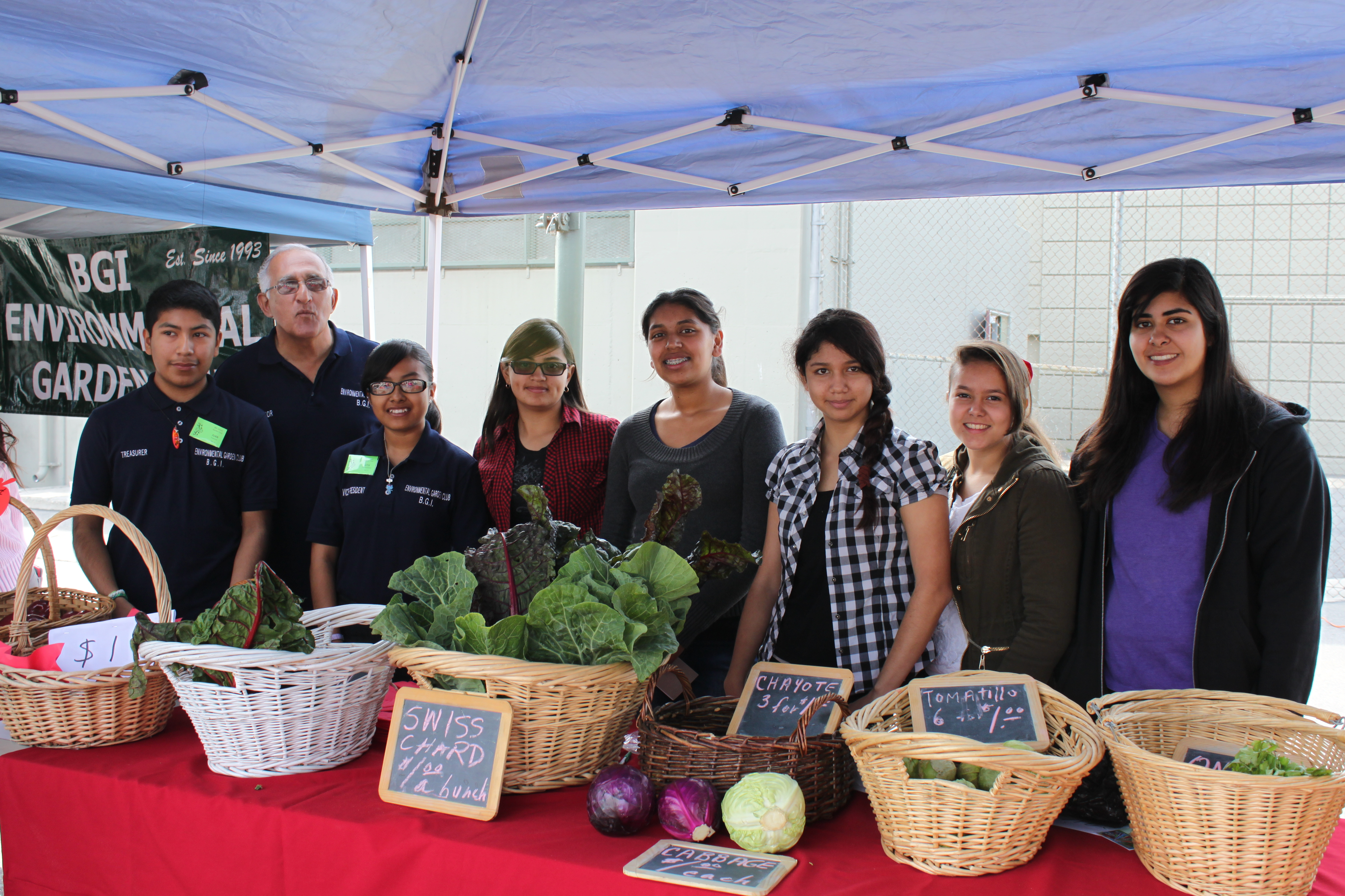 Local Farmers Market Features Produce From Musd 39 S School Gardens California School News Report